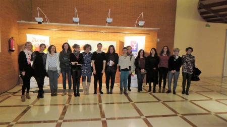 Artistas junto a las concejalas y organización en la inauguración de la muestra