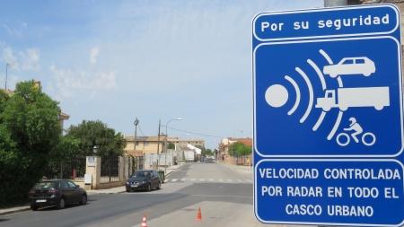 Señal de control de velocidad en la Avenida de Cristóbal Colón