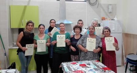 Algunas de las participantes junto al monitor y a la técnica de empleo del Centro de la Mujer