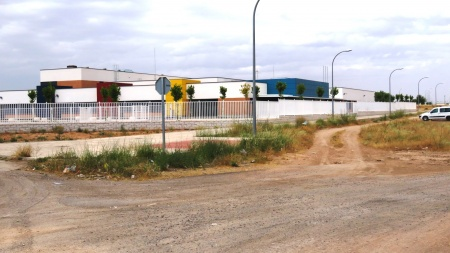 La Diputación hará la calle de acceso alrededor del colegio