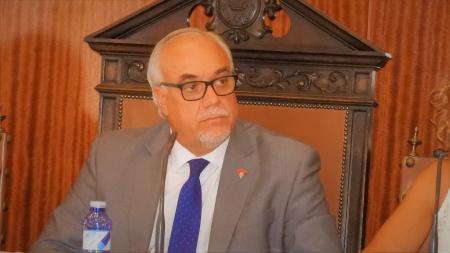 Julián Nieva, alcalde de Manzanares en el pleno correspondiente al mes de julio 2017