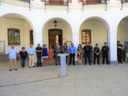 Concentración en la Plaza de la Constitución para expresar la condena por los atentados en Cataluña