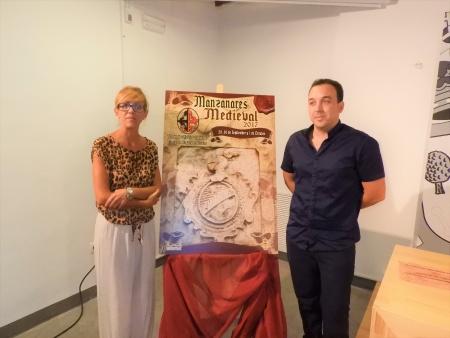 Silvia Cebrián y Sergio Aguado en la presentación del cartel de las VI Jornadas Medievales de Manzanares