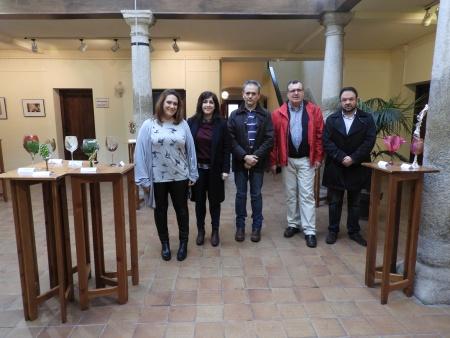 Los representantes del Equipo de Gobierno junto a algunos de los premiados en los concursos