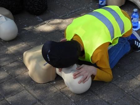 Los menores aprenden primeros auxilios