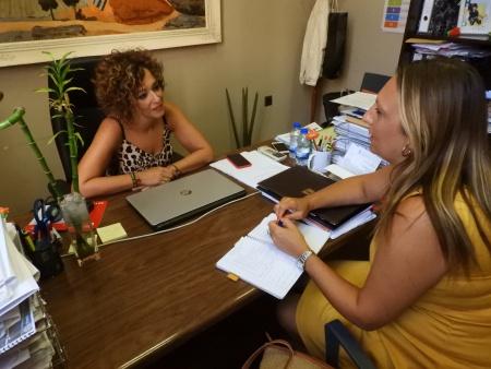 Reunión entre la concejala de Políticas de Igualdad y la psicóloga del Centro de la Mujer