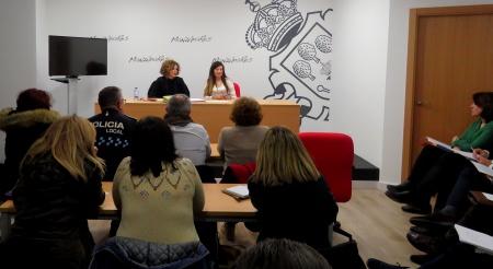 Beatriz Labián se reúne con los jefes de los servicios municipales para coordinar su participación en la televisión municipal