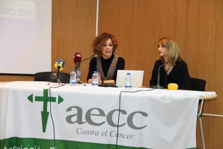 Beatriz Labián y Liliana Suárez al inicio de la charla coloquio