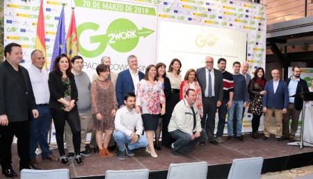 Autoridades junto a los emprendedores del coworking Manzanares