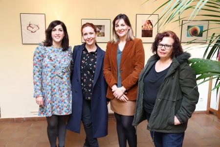 Inauguración de la exposición de los concursos de fotografía y diseño en botas de vino