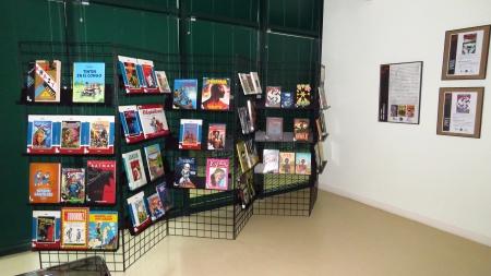 Ejemplares de la comicteca de la biblioteca municipal en la exposición