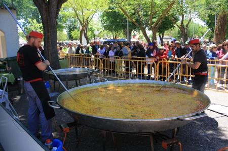 La paella popular repite en la romería