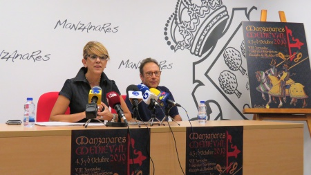 Silvia Cebrián y Ángel Luis García Sacristán en la presentación del cartel