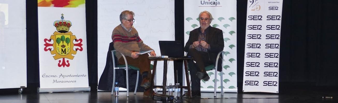 Román Orozco y Gutiérrez Aragón durante la conferencia