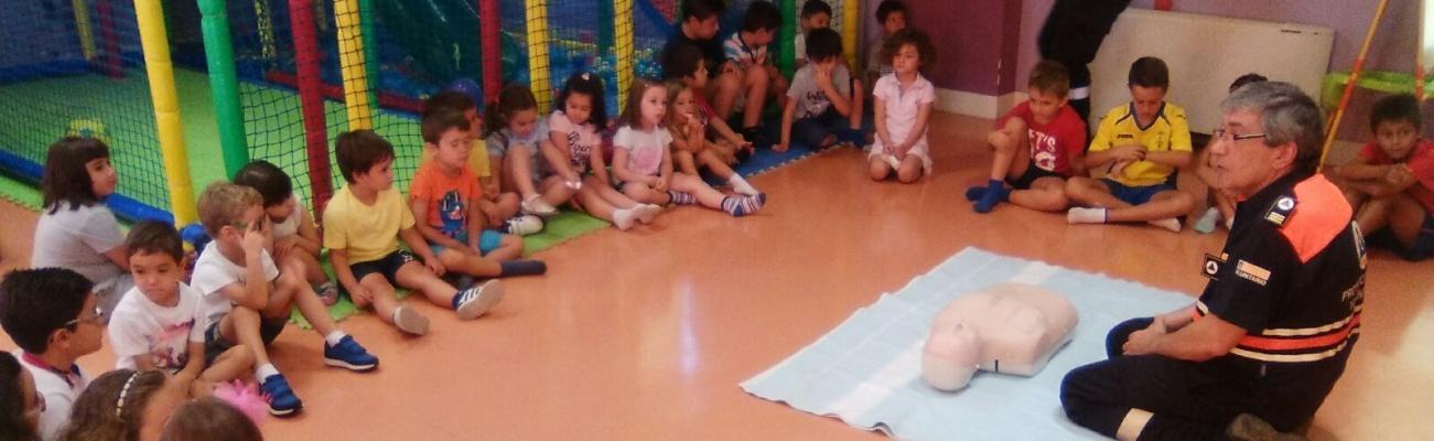 Voluntarios de Protección Civil Manzanares en actividades con los pequeños de la Ludoteca