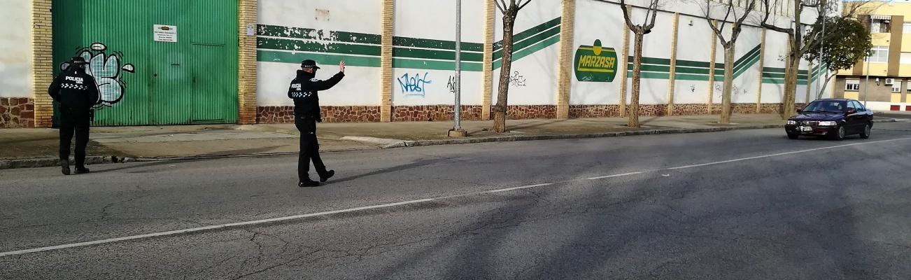 Agentes de Policía Local durante uno de los controles de esta campaña