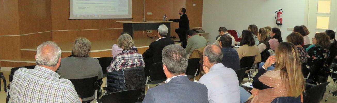 Personal municipal durante el curso sobre protección de datos