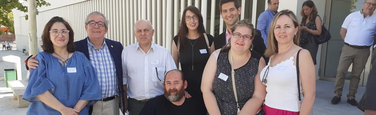 Participantes en la Lanzadera de Empleo de Manzanares junto a los concejales Manuel José Palacios y Cándido Jorge Sevilla