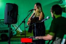 Adriana Moragues en pleno concierto