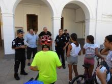 Policía Local colabora en el taller práctico de paseo en bicicleta por Manzanares