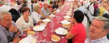 Participantes en la comida de convivencia de personas mayores del año 2016