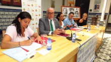 Rocío Pérez, Julián Nieva, Paloma Recasens, Francisco Jiménez y Silvia Cebrián, en la firma del convenio