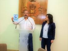 El concejal de seguridad, Miguel Ramírez y la concejal de promoción del pequeño comercio, Gemma de la Fuente, en la presentación del sistema de alertas para el pequeño comercio
