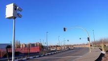 El sistema fotografía y sanciona a los vehículos que se saltan el semáforo en rojo