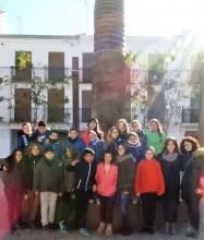 Los estudiantes del colegio La Candelaria antes de iniciar la visita