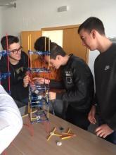 Una de las prácticas fue diseñar una maqueta de estructuras con piezas del conocido juego K´NEX