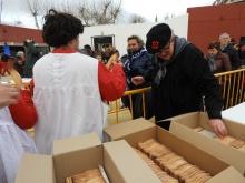 Tras el entierro se repartieron pastas con forma de sardina