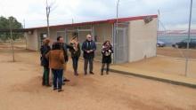 Visita al patio de las nuevas instalaciones, con areneros para los gatos