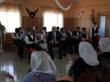 Julián Nieva junto a los usuarios y usuarias comparte una de las actividades de esta fiesta del Centro