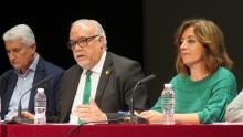Julián Nieva durante la presentación de la charla de Rocío Ramos-Paúl