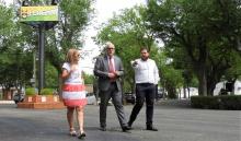 Foto de archivo de una visita del alcalde y Pablo Camacho al recinto ferial