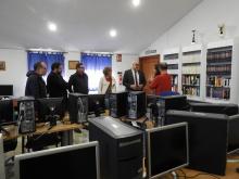 Julián Nieva visita la casa de acogida de Basida