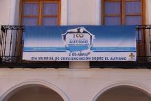 Pancarta instalada en la Plaza de la Constitución