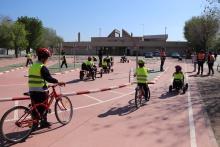 Alumnado de primaria en el circuito de educación vial