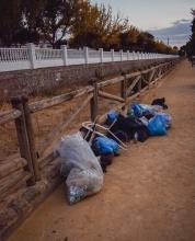 Una treintena de jóvenes preocupados por el medio ambiente organiza una batida de limpieza