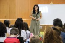 Un cuentacuentos enseña a los menores a entender el alzheimer