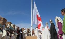 Momento del izado de la bandera de la Orden de Calatrava
