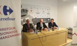 Julian Nieva, alcalde de Manzanares (centro), junto a responsables de Carrefour en la presentación del nuevo hipermercado en la localidad