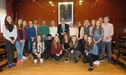 Alumnados y profesores de Polonia junto a profesores del IES Sotomayor y autoridades