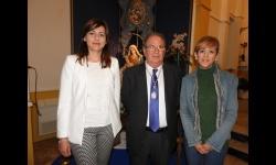 El pregonero, Fernado Sánchez-Migallón, junto a las concejalas de cultura, Silvia Cebrián y de proximidad, Isabel Díaz-Benito
