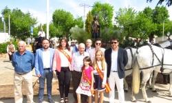 Autoridades, agricultures y zagalillas, ante San Isidro