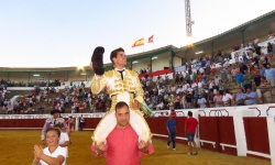 Segunda puerta grande consecutiva para Rubén Pinar en Manzanares