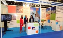 Gemma de la Fuente junto a técnicos de Promoción Económica en el stand de IMEX