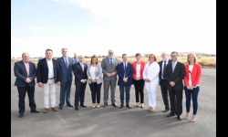 Autoridades en la inauguración del tramo de carretera Alcázar-Manzanares