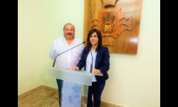 Miguel Ramírez, concejal de seguridad y Gemma de la Fuente, concejala de promoción del pequeño comercio