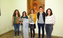 Beatriz Labián y Esther Nieto junto a las técnicos del programa y a la animadora sociocultural de la Casa de la Juventud